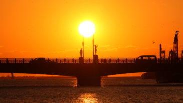 幣舞橋 ー 釧路の夕日を楽しむ代表的なスポットといえばここ