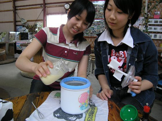 北海道の広さを実感出来る渡辺牧場でスペシャル体験 ☆ 乳搾り・バター・アイス作りコース〔80分コース〕