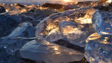 海岸に転がる氷の芸術 豊頃町のジュエリーアイス