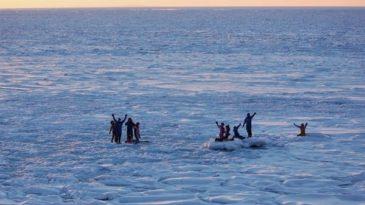 知床の冬ならではの、体験型アクティビティー「流氷ウォーク(R)」
